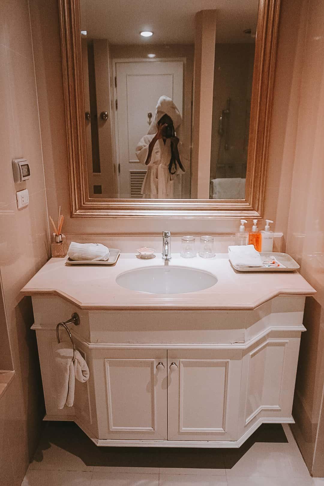 bathroom centre point silom