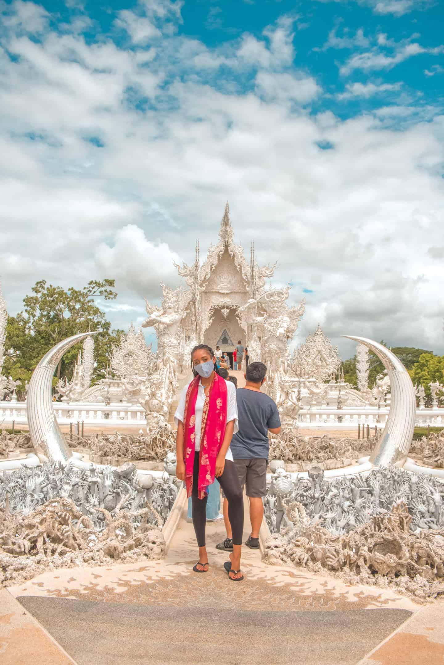 entrance of chiang rai white temple
