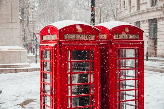 tips for tourists in london - pack for the weather London in Winter