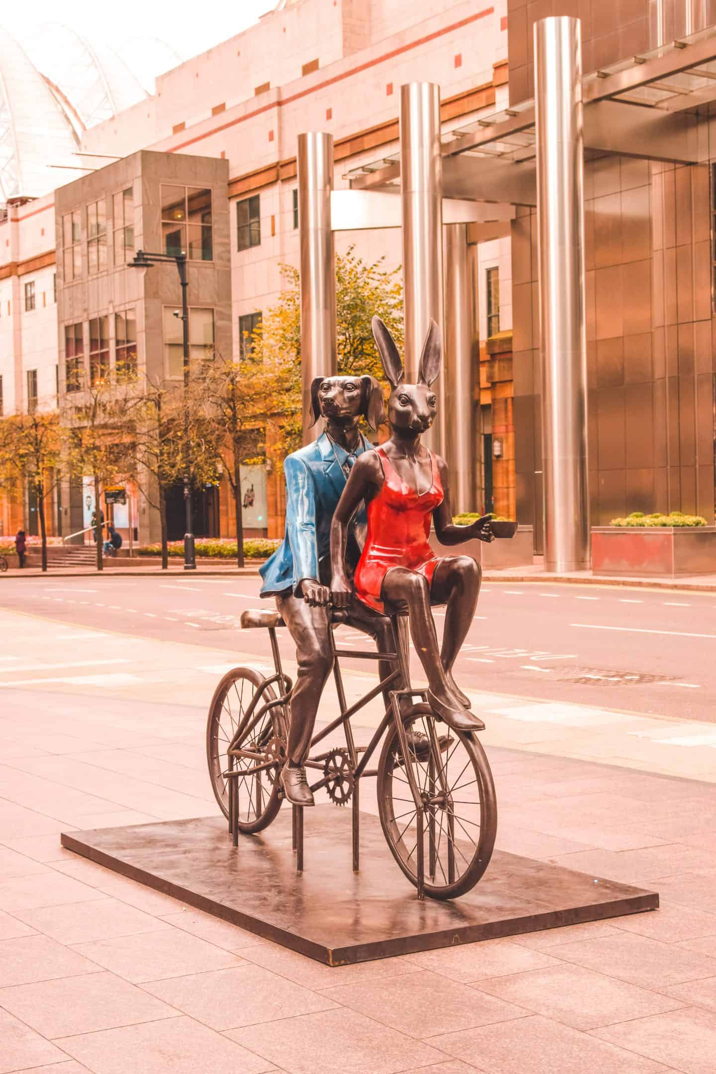 Cat and Dog Art in Canary Wharf: Places to go in Canary Wharf