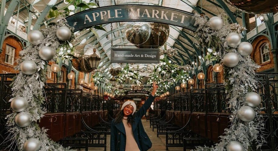 Apple-Market-Candace-Abroad-Blogger-Shot-With-Canon 5D-best-camera-for-blogging