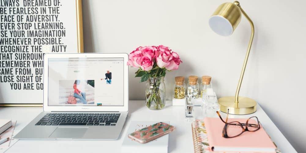 Blogging-Desk-Setup-
