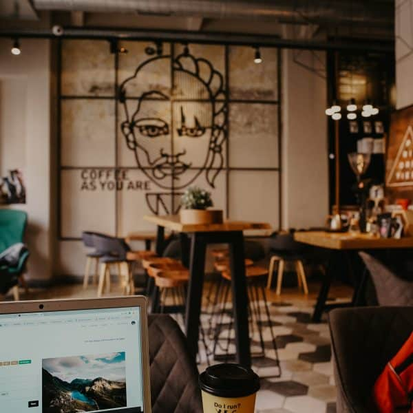BEST-jobs-for-travel-lovers-coffee-shop